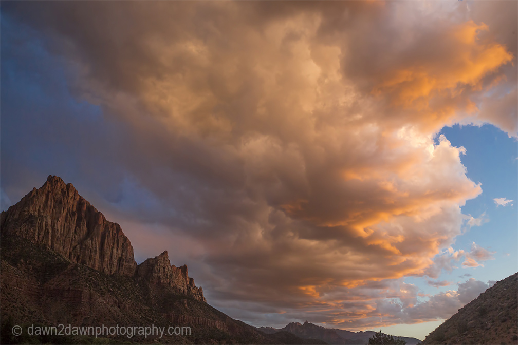 The sun sest on The Watchman at Zion National Park, Utah