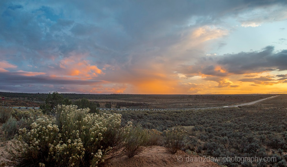 The sun sets on the Southern Utah desertlandscape.