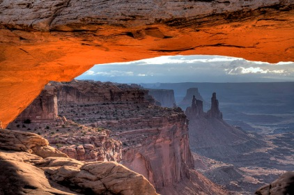 WASHER WOMAN ARCH AND MONSTER TOWER AS SEEN THRU MESA ARCH IN CANYONLANDS NATIONAL PARK, UTAH